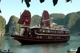 Du Thuyền Hạ Long Dolphin Cruise