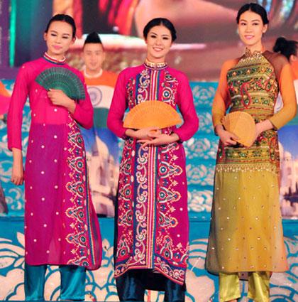 Lễ hội áo dài kỷ niệm 60 năm giải phóng Thủ đô Hà Nội
